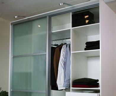 Indbyggede garderobeskabe   gør det selv eller få hjælp?