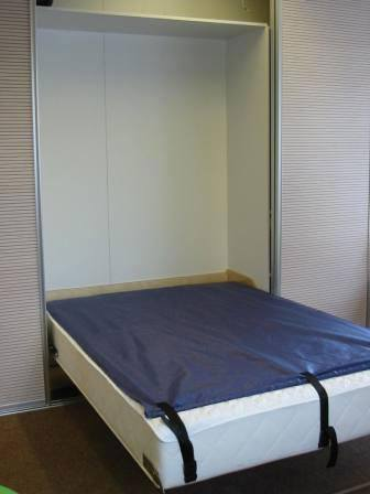 Indbygget seng i skab Spar plads ved at gemme sengen Hus