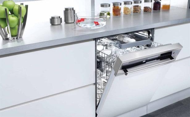 Blomberg hvid opvaskemaskine til indbygning og underbygning