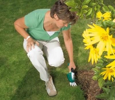 Storslåede Elektrisk kantklipper giver græsplænen golfbane-look - Hus Plus Have UN04