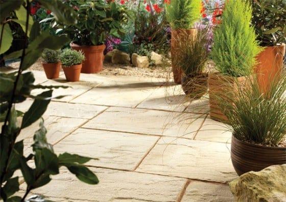 Lægge fliser i haven   en vejledning til hvordan du gør det selv