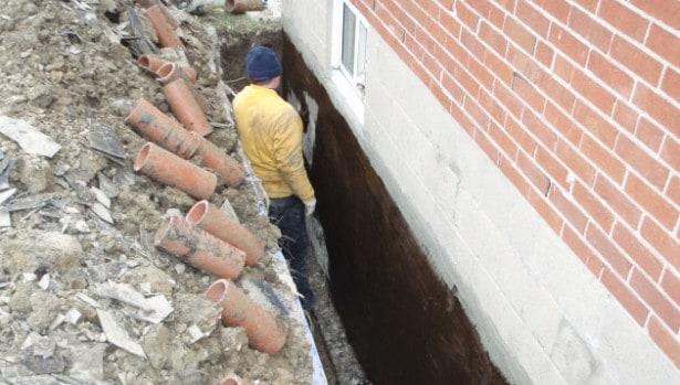 Grav ud og isoler kældervæggene