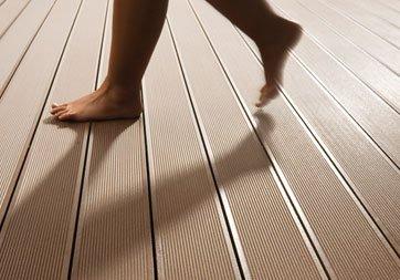 Modernistisk Komposit terrassebrædder - Er de bedre end trykimprægneret træ AR28