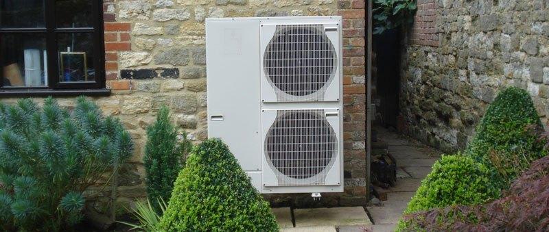 Gidex varmepumper udenpå huset